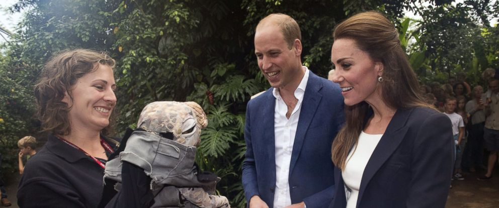 PHOTO: Catherine Duchess of Cambridge and Prince William at the Eden Project, looking at a Muttaburrasaurus dinosaur puppet, on Sept. 2, 2016, in Cornwall, United Kingdom.