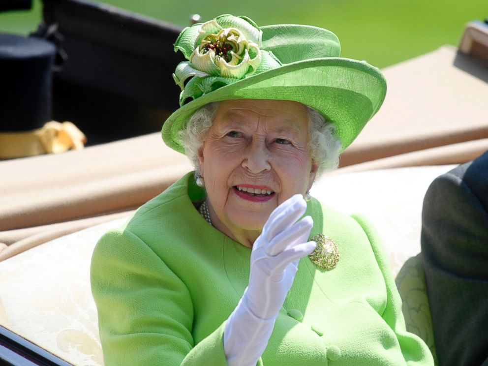 PHOTO: Britains Queen Elizabeth arrives at Ascot Racecourse, June 20, 2017, in Ascot, England.
