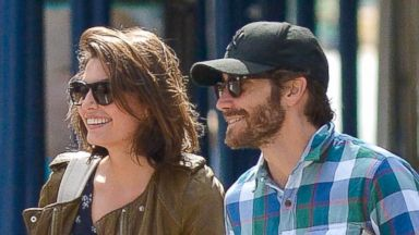 PHOTO: Jake Gyllenhaal and his girlfriend Alyssa Miller hold hands in New York, Sept. 21, 2013.