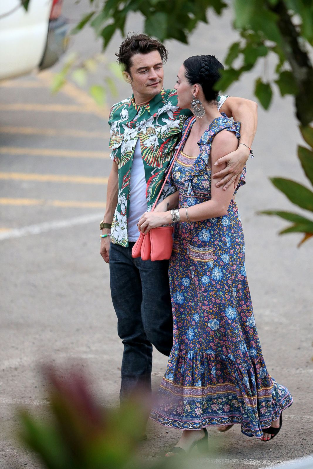 Katy Perry And Orlando Bloom Get Cozy In Hawaii Picture