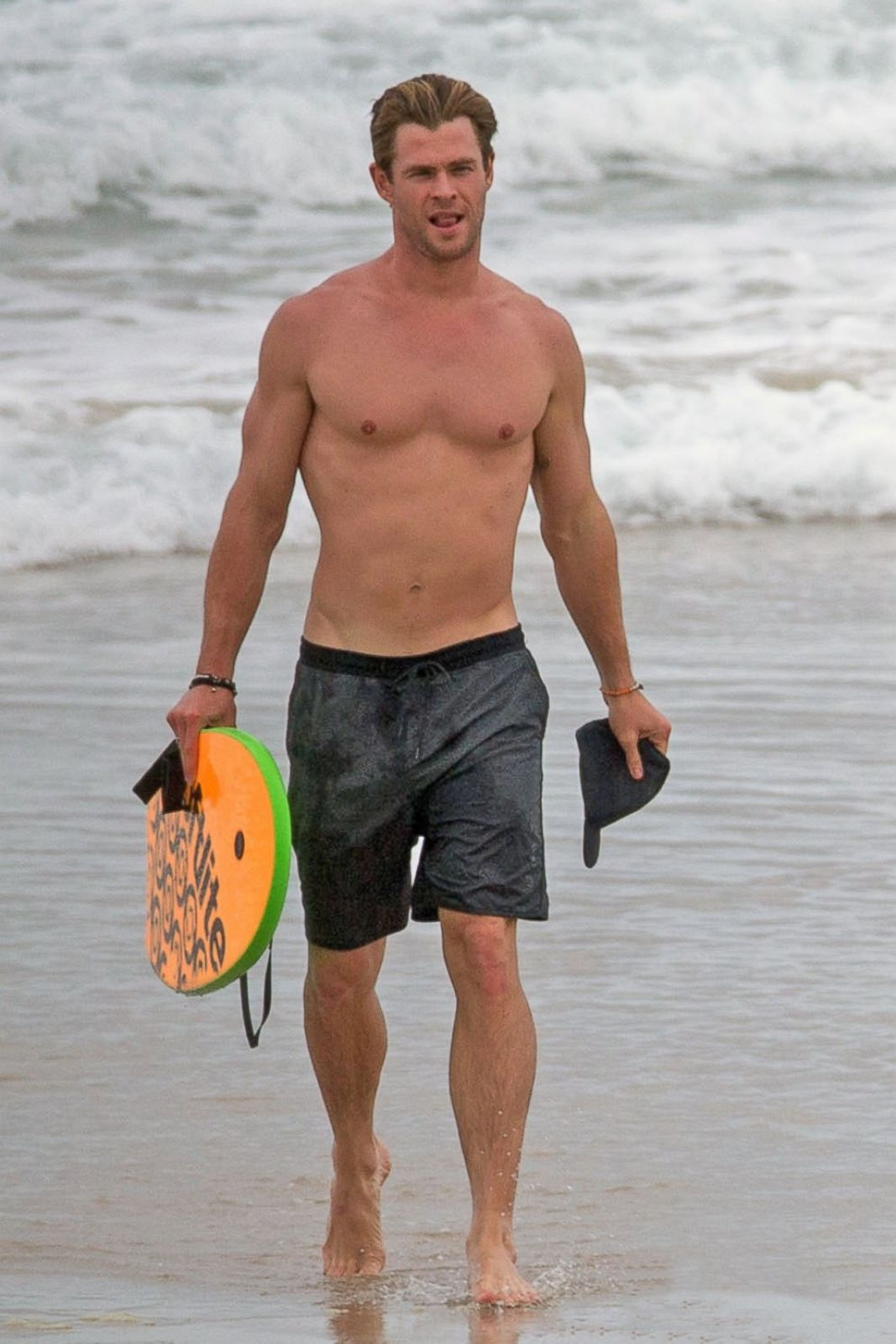 Chris Hemsworth Flaunts Toned Body At The Beach Picture
