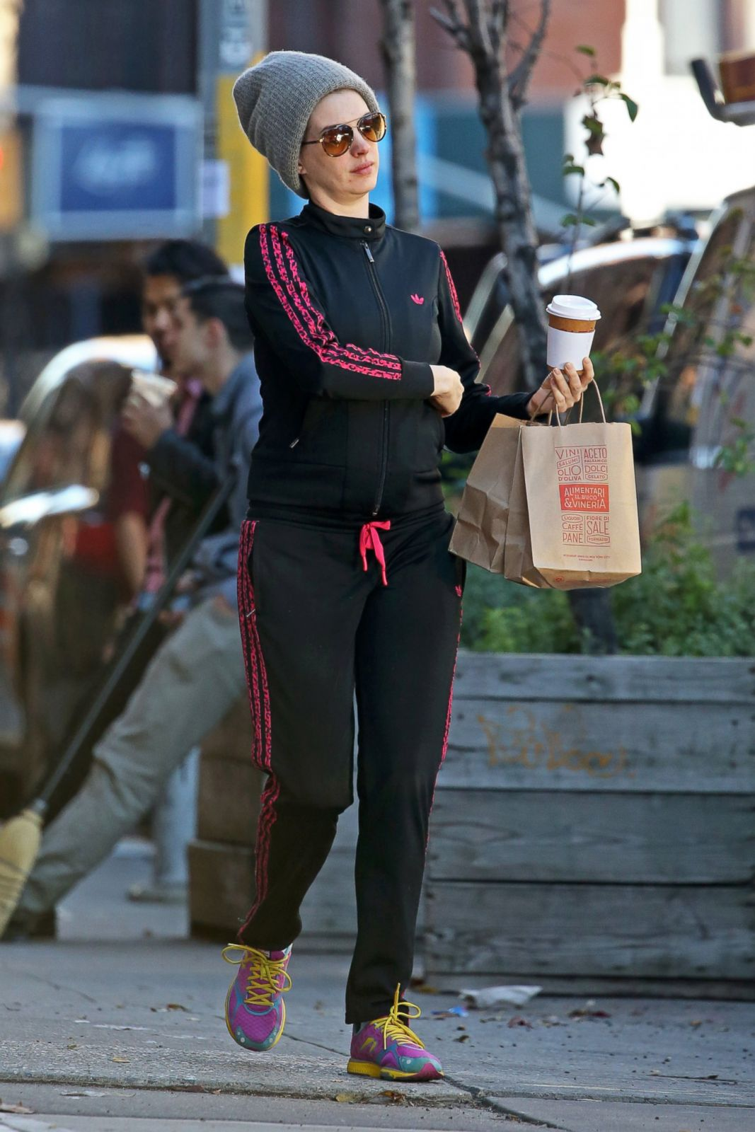 Budget Energy Top Up >> Anne Hathaway Stops for Coffee in NYC Picture | Celebrity ...