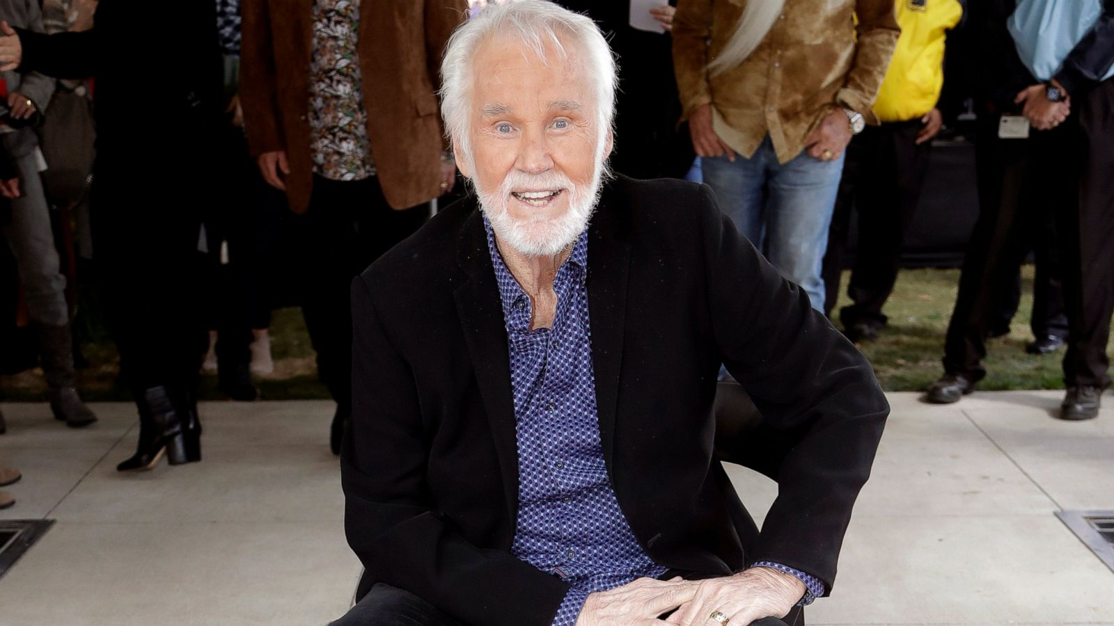 Crossover Country Superstar Kenny Rogers Dies At 81 Abc News