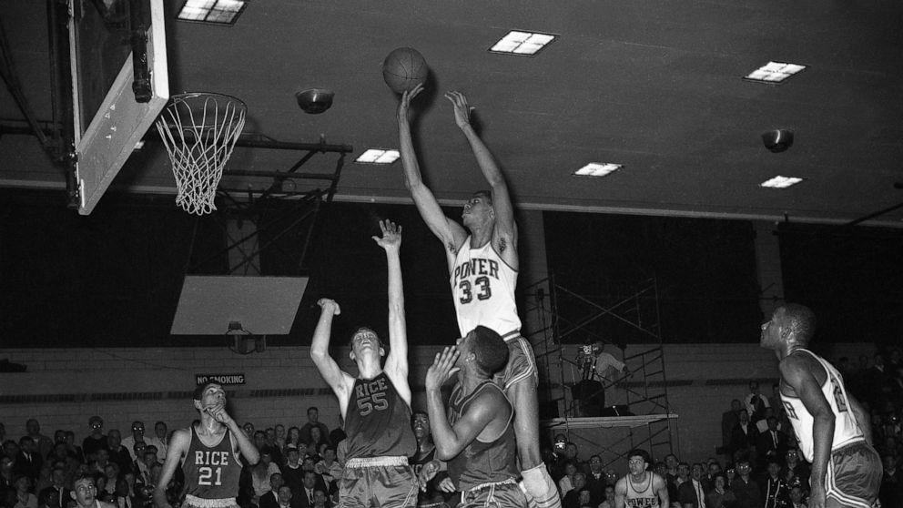 ABC News New York museum honors city's rich basketball history thumbnail
