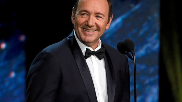 Kevin Spacey reads poem about forsaken boxer at Rome museum