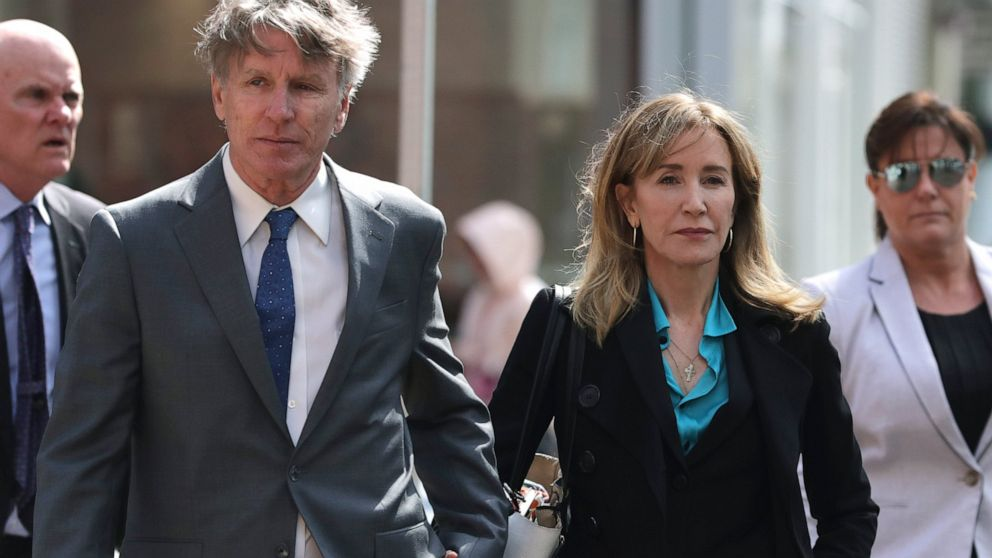 WEB EXTRA Loughlin and Huffman Arrive To Court