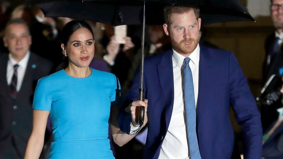 harry and meghan sue over photo of son at california home abc news harry and meghan sue over photo of son