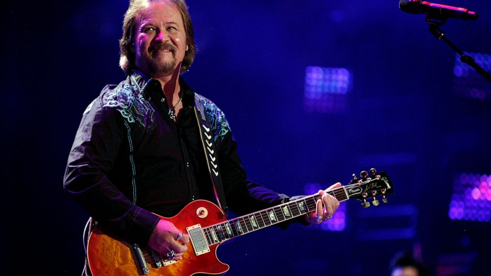 Country star Travis Tritt's tour bus involved in fatal wreck thumbnail