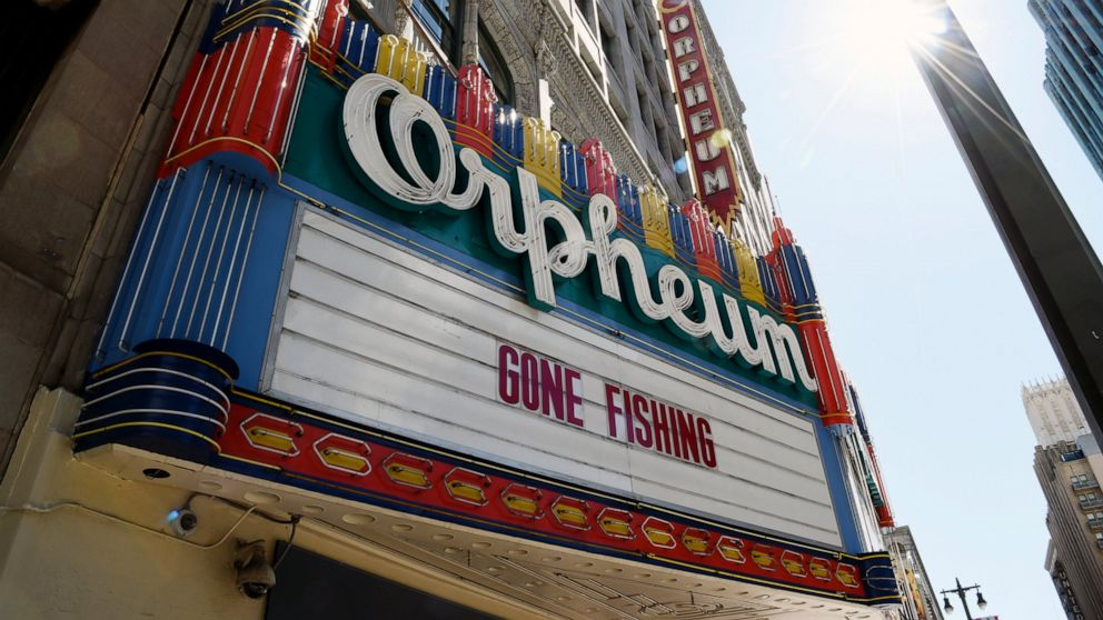 Dengan tidak ada bioskop, film penggemar menemukan cara untuk mengumpulkan hampir