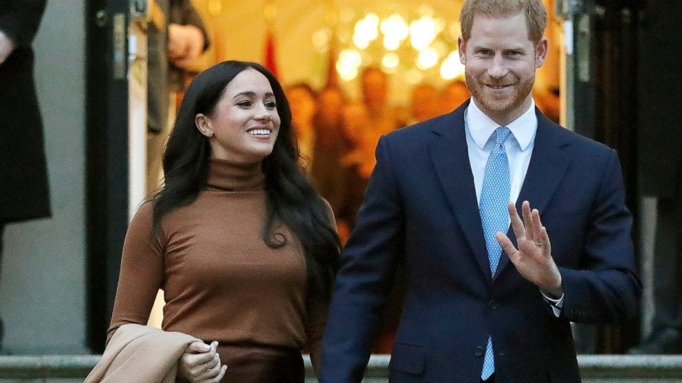 prince harry meghan markle move into new california home abc news prince harry meghan markle move into