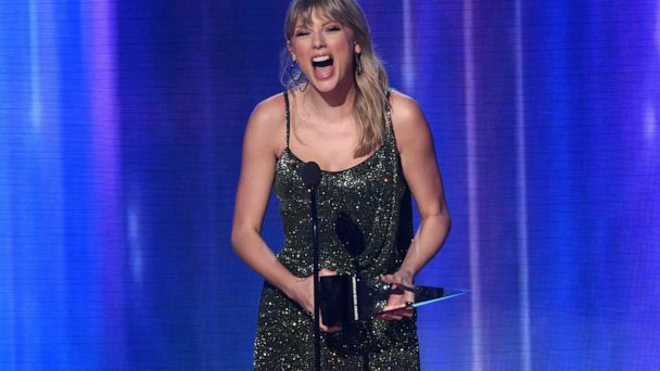Swift moonwalks past Michael Jackson's record at AMA Awards
