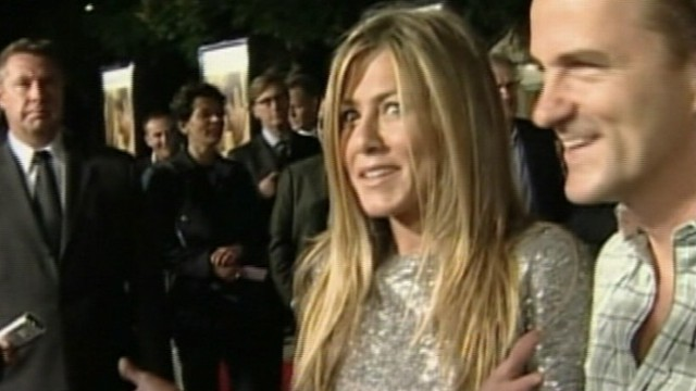 VIDEO: Justin Theroux started seeing Aniston while living with girlfriend of 14 years.