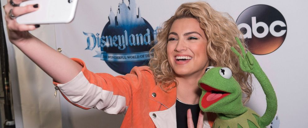 """PHOTO: Tori Kelly takes a selfie with Kermit the Frog during filming for """"The Wonderful World of Disney: Disneyland 60,"""" airing Feb. 21, 2016 at 8:00 p.m. on the ABC Television Network."""