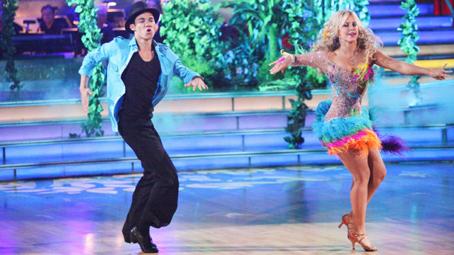 PHOTO: Roshon Fegan and Chelsie Hightower perform on Dancing With the Stars on ABC.
