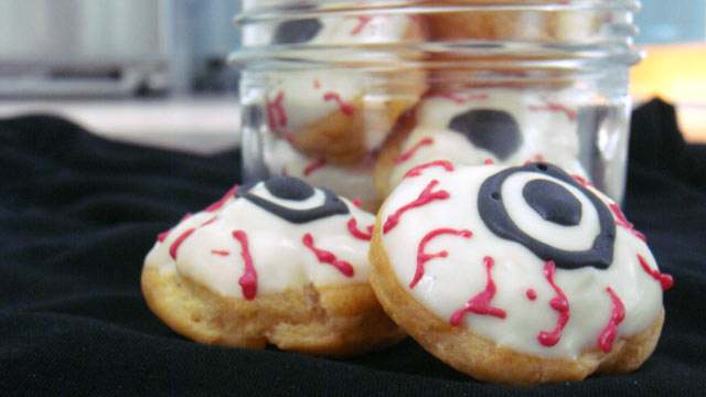 "PHOTO: Pictured are Eyeball cookies for the GMA ""Spot Dessert Bar""'s spooky desserts."