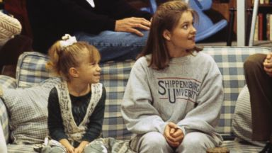 "PHOTO: Stephanie (Jodie Sweetin, left), Danny (Bob Saget), Michelle (Mary Kate/Ashley Olsen), D.J. (Candace Cameron), Rebecca (Lori Loughlin) and Jesse (John Stamos)appear on the March 1, 1994 episode of ""full House""."