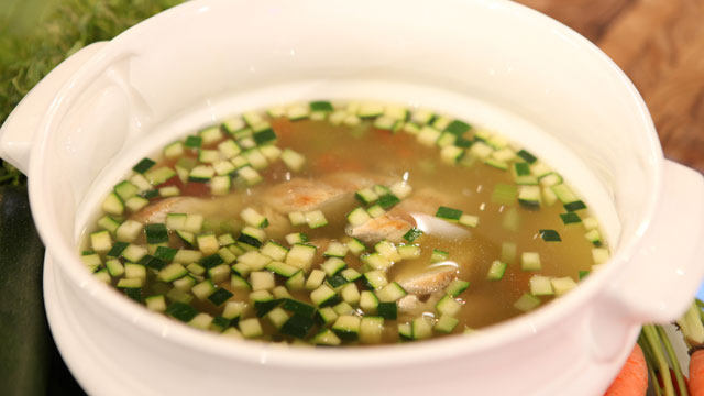 PHOTO: Valerie Bertinelli's grilled chicken soup is shown here.