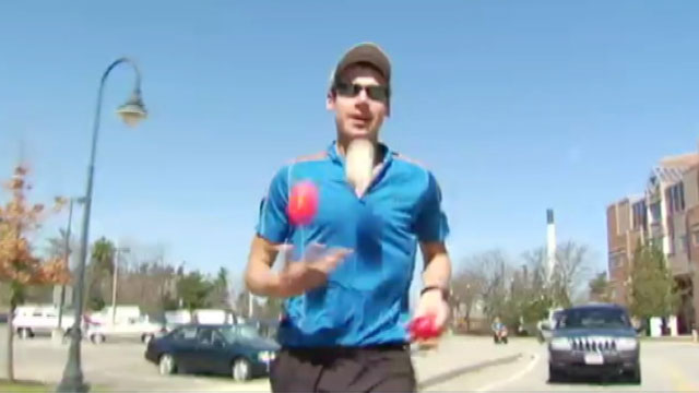 PHOTO: Tom Gounley will run the marathon, juggling the entire way.