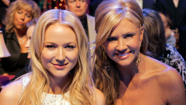 """PHOTO: Jewel and Nancy O'Dell sit in the audience during """"Dancing With The Stars"""", March 9, 2009."""