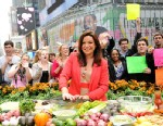 "PHOTO: Rachael Ray prepares guacamole on ""Good Morning America."""