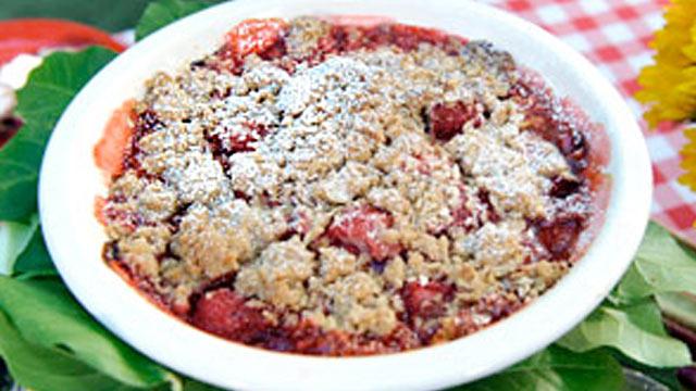 PHOTO:Rhubarb Strawberry Crisp is shown.