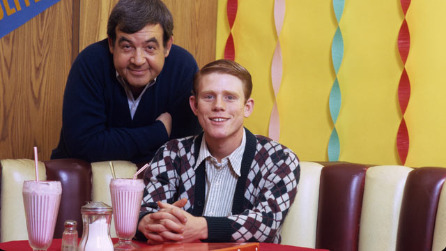 """PHOTO: Tom Bosley and Ron Howard in """"Happy Days"""", 1974."""