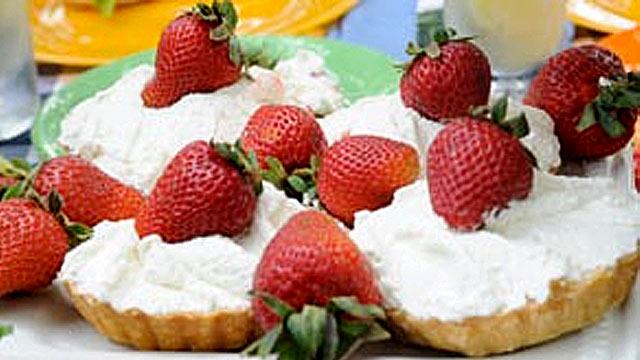 PHOTO:Emeril's Fresh Strawberry Pie is shown.