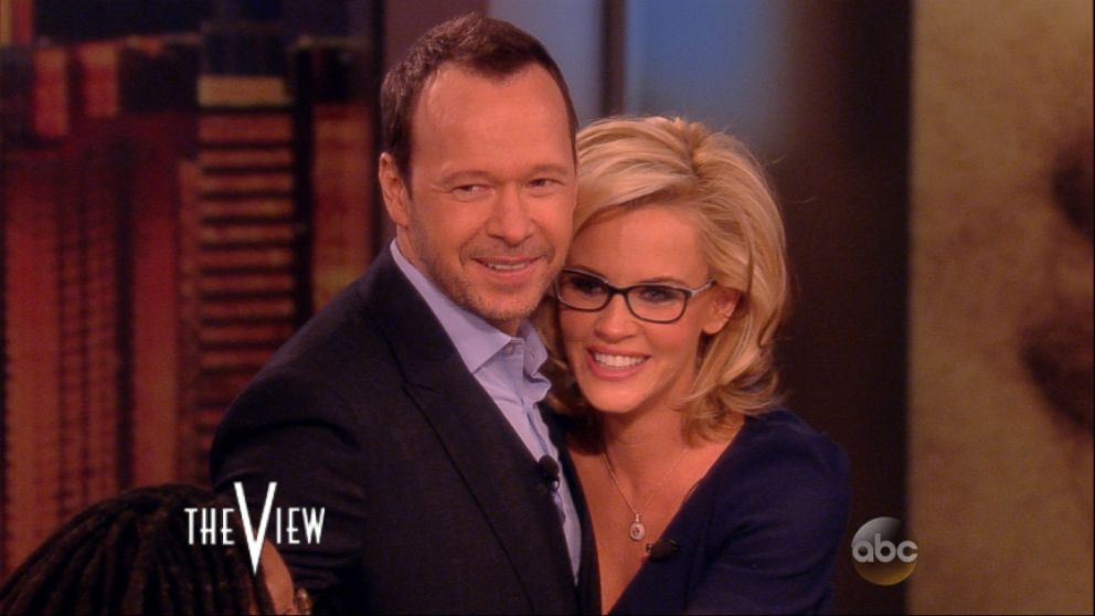 Jenny Mccarthy Engaged To Donnie Wahlberg Abc News