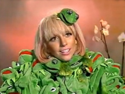VIDEO: Lady Gaga wears a Kermit the Frog outfit.