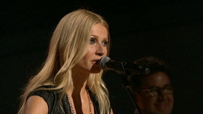 VIDEO: Actress Gwyneth Paltrow performs at the 44th Annual CMA Awards.