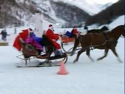 VIDEO: Santas compete in Switzerland