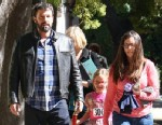 PHOTO: Actor/movie director Ben Affleck and his daughter, 7-year-old Violet. Violet won a spelling contest on Sunday.