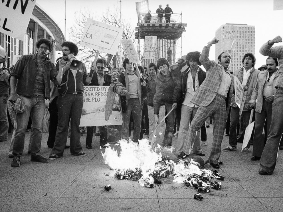 PHOTO: Supporters of the Jewish Defense League burn an effigy of actress Vanessa Redgrave outside the Academy Awards ceremonies in Los Angeles, April 3, 1978.