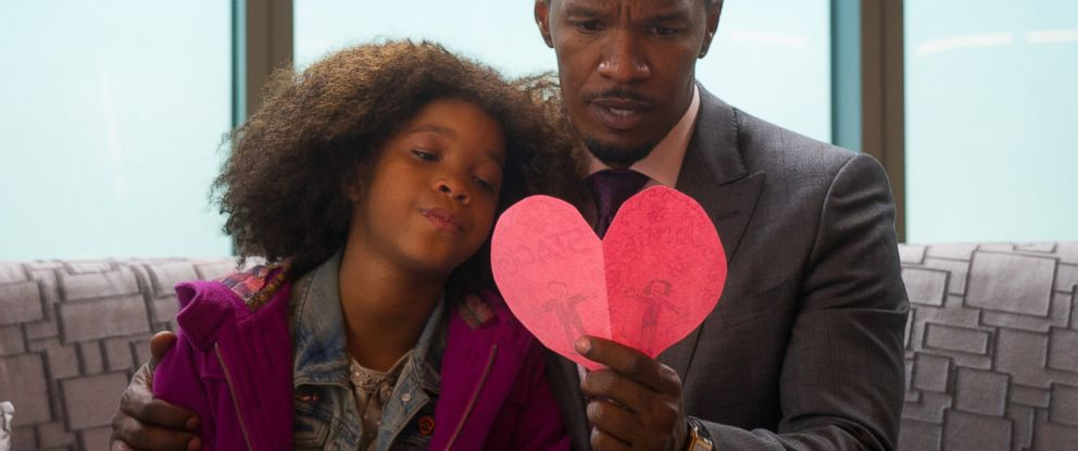 """PHOTO: Quvenzhane Wallis as Annie and Jamie Foxx as Will Stacks looking at a card she made for Stacks in a scene from Columbia Pictures """"Annie."""""""