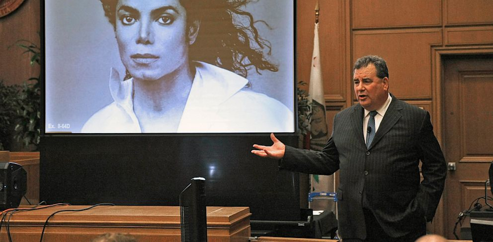 PHOTO: Attorney for Michael Jacksons family makes closing arguments