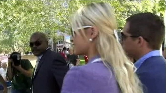 VIDEO: paris Hilton and boyfriend Cy Waits are attacked at a california courthouse.