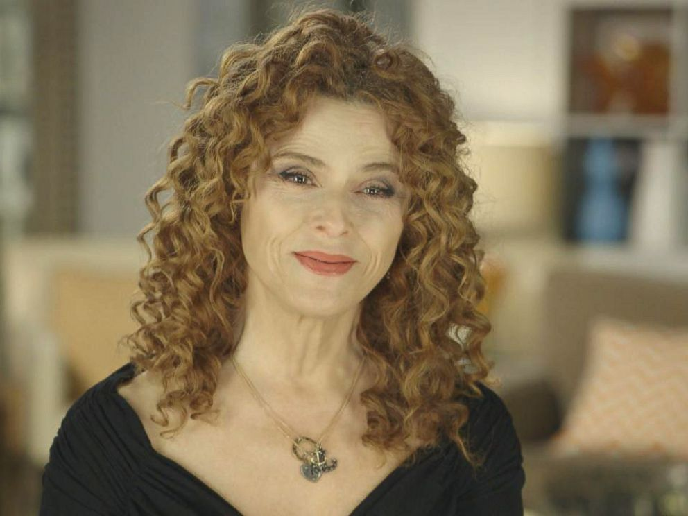 Photo Bernadette Peters Discusses Her Friendship With Mary Tyler Moore For Abcs The Year In