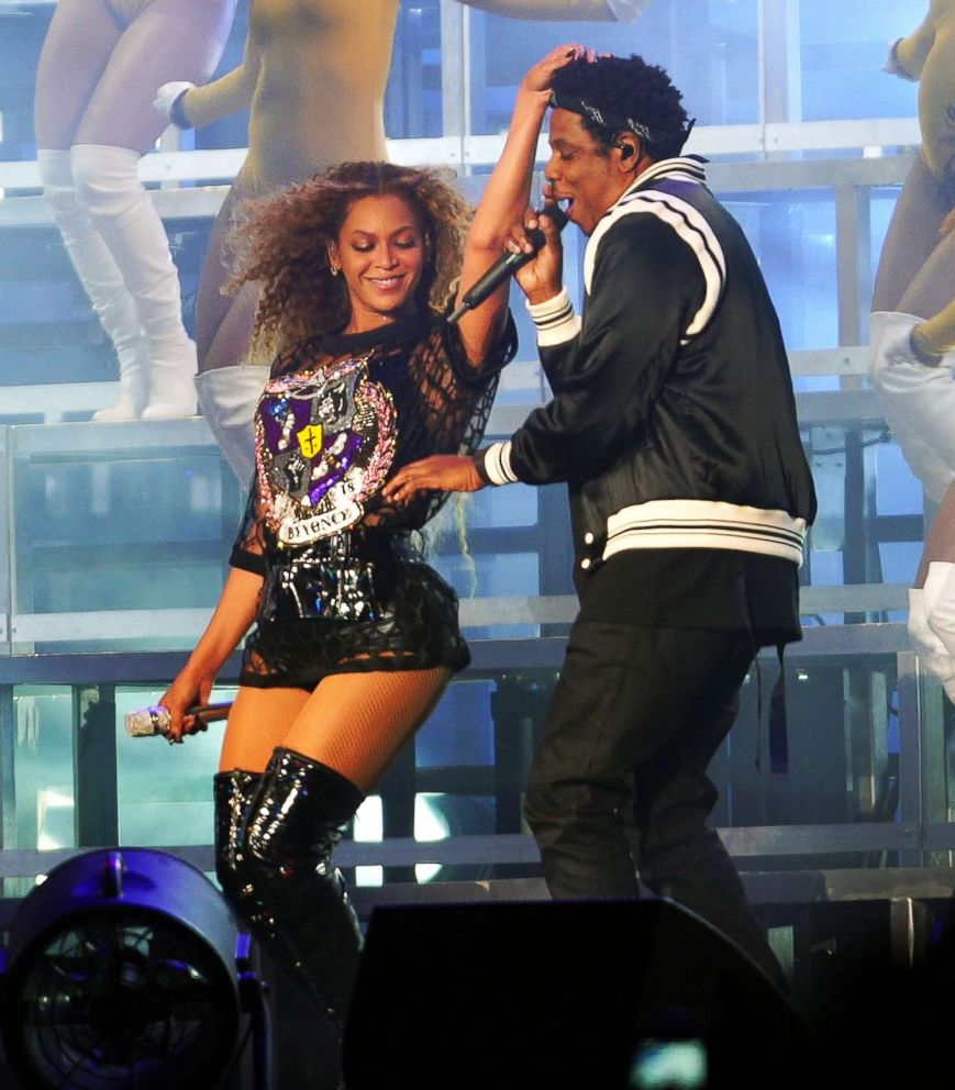 Photo Beyonce Runs Her Fingers Through Jay Zs New Hairdo As He Makes A