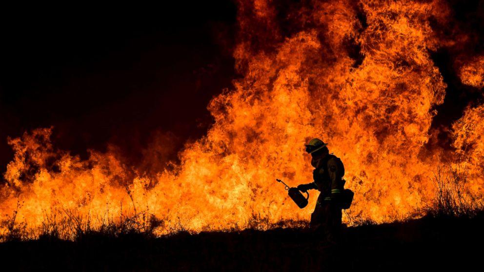 https://s.abcnews.com/images/Entertainment/california-fires-epa-jt-171210_16x9_992.jpg
