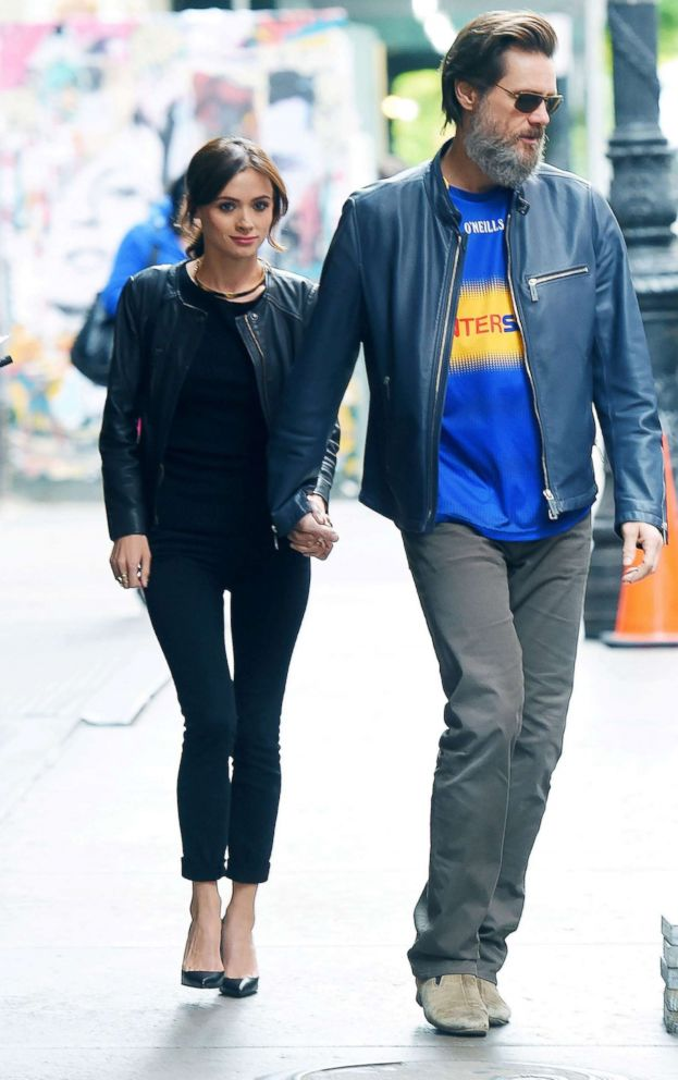 PHOTO: Cathriona White and Jim Carrey walk in New York City on MAY 21, 2015.