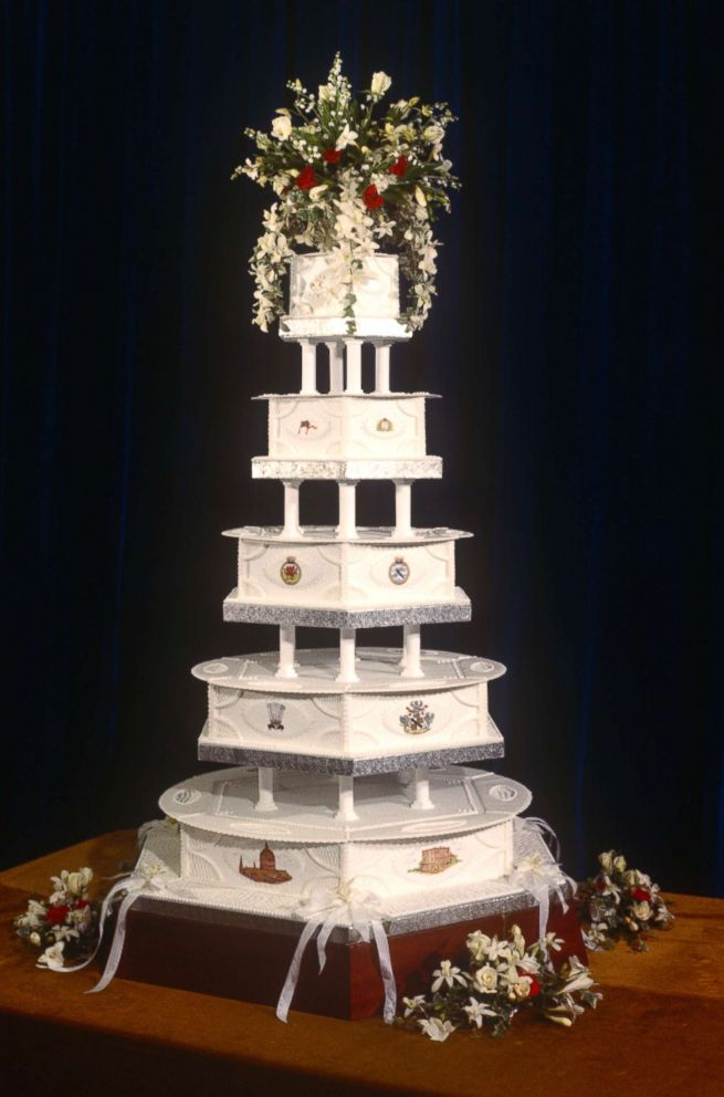 PHOTO: The wedding cake for Charles and Dianas Royal Wedding, July 29, 1981.