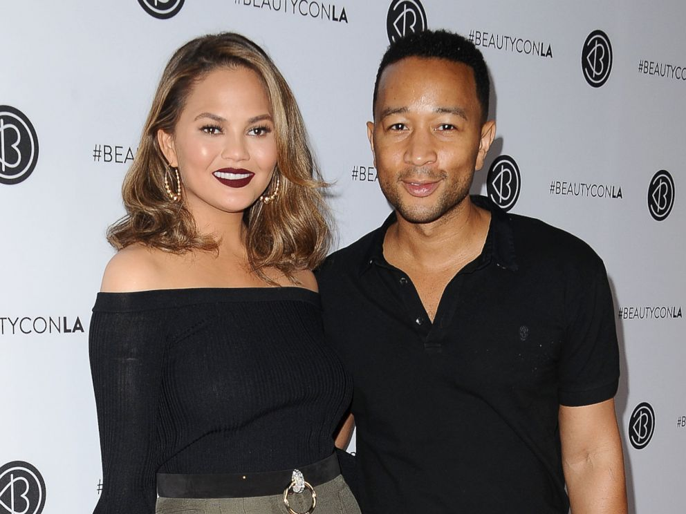 Chrissy Teigen live-tweets her epic LAX-LAX flight ordeal