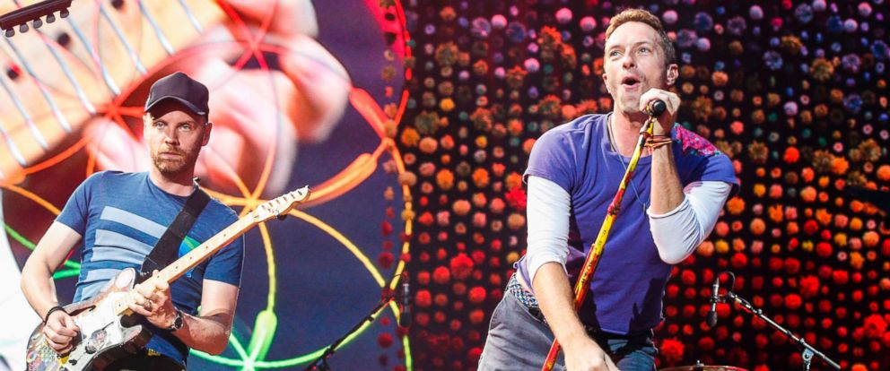 PHOTO: Chris Martin and Jonny Buckland from Coldplay perform at The Stade de France Arena in Paris, July 15, 2017.