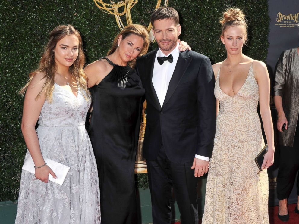 PHOTO: Harry Connick, Jr., wife Jill Goodacre and daughters arrive at the 44th Annual Daytime Emmy Awards at Pasadena Civic Auditorium, April 30, 2017, in Pasadena, Calif.