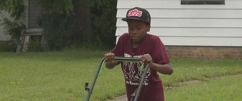 PHOTO: Reginald Fields has received a new lawnmower and new leaf blower from people in the community after neighbors called the police on him for cutting their grass.