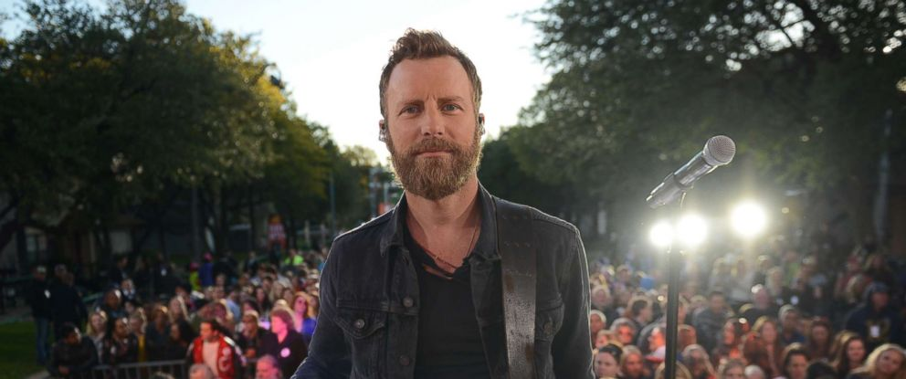 "PHOTO: Country music superstar Dierks Bentley woke up the neighborhood on Riverside Drive in Austin, Texas, on Oct. 17, 2017 when he performed live at a block party on ""Good Morning America."""