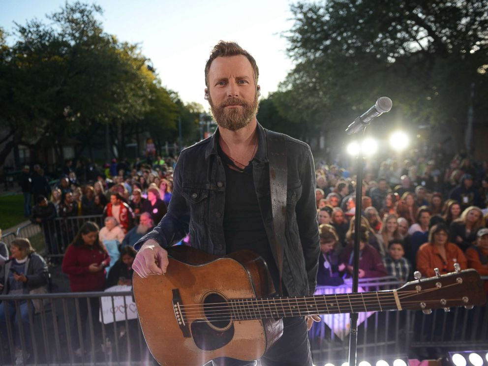 PHOTO: Country music superstar Dierks Bentley woke up the neighborhood on Riverside Drive in Austin, Texas, on Oct. 17, 2017 when he performed live at a block party on Good Morning America.