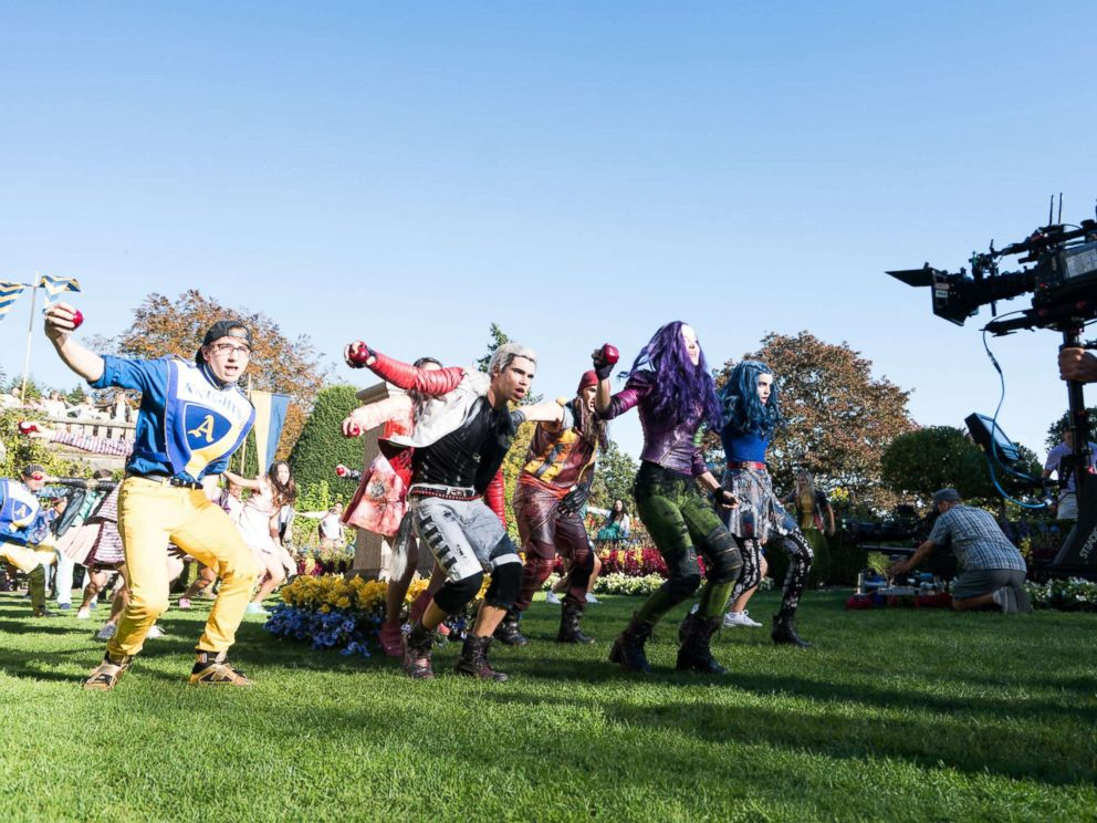 PHOTO: The cast of Disneys Descendants 2