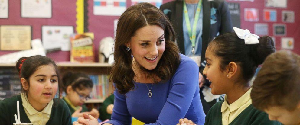 Znalezione obrazy dla zapytania duchess kate visit green junior