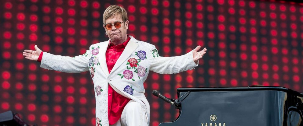 PHOTO: Elton John fashion through the years